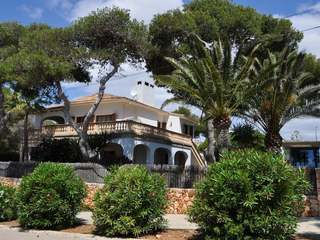 Seafront villa for sale in Porto Cristo, East Mallorca
