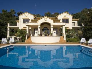 Family villa with sea views for sale in La Zagaleta