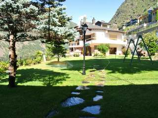 Impressive luxury villa to renovate, for sale in Andorra