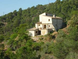 Renovated stone house for sale in Priorat, with land