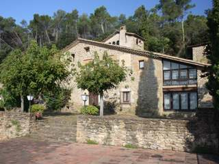 Exquisite masia complex for sale close to Girona