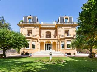 Listed mansion for sale in Pedralbes, Barcelona city