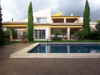 Rustic Mediterranean villa for sale close to Valencia