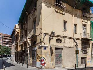 Building with project to buy in historic centre of Valencia