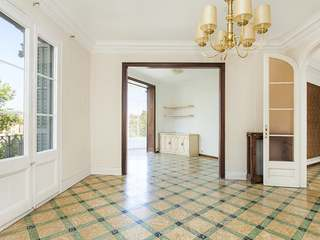 6-bedroom fourth floor property to buy in Arc de Triomf