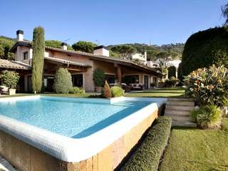 Luxury house for sale with pool in Cabrils, Maresme