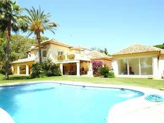 Villa en venta en Guadalmina Baja, Marbella