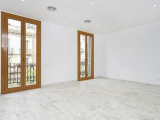 Renovated, unfurnished apartment to rent in Eixample Right