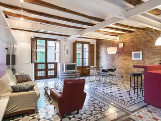 Sunny 2-bedroom apartment for sale in Raval, Barcelona