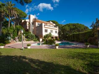 5-bedroom villa with pool for sale in Cabrils