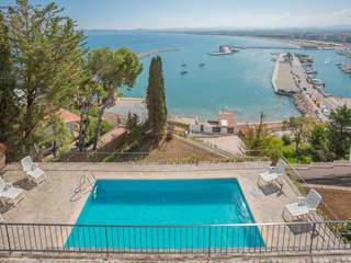 Large 6-bedroom villa with pool and port views in L'Estartit