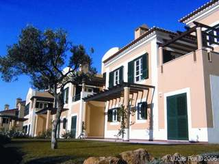 Spacious townhouse to buy near Cascais