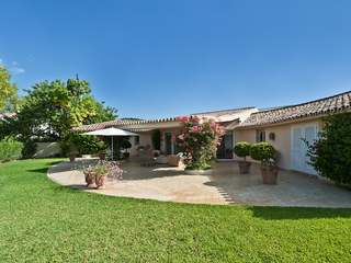 4 bedroom villa for sale on a large plot in Los Almendros