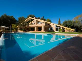 Luxury villa to buy close to Valencia city, Los Monasterios