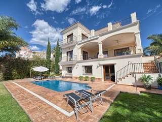 Villa for sale in La Alqueria Golf, Benahavis