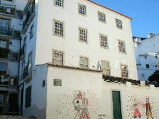 Designer 3-bedroom Alfama apartment for sale