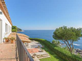Seafront property for sale on the Costa Brava