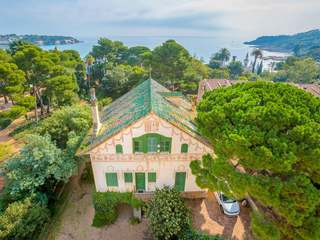 Villa to buy with period features, Sant Feliu de Guíxols