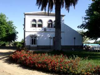 8-bedroom property for sale on large plot near Seville