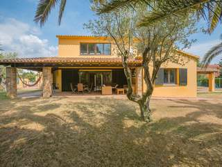 Villa with pool to buy in Mont-ras, near Palafrugell