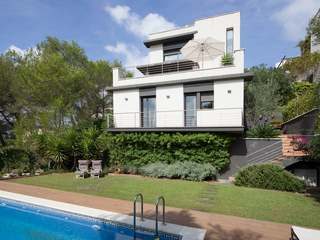 Modern villa to buy in hills close to Sitges, near Barcelona