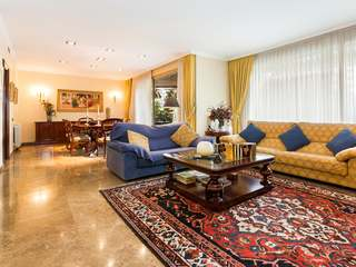 Apartment with huge potential for sale on Avenida Carlos III