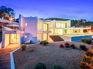 Spectacular modern villa for sale in  beautiful area of San José