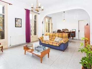 132 m² apartment to buy and renovate on Ronda Sant Pau