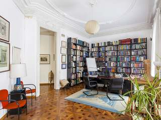 273 m² property for sale in Eixample Right, Calle Diputacio