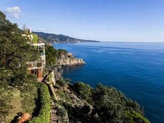 Frontline Costa Brava villa for sale in Tossa de Mar