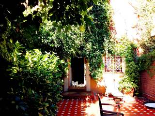 4-bedroom charming house with beautiful garden for sale in Chamartin