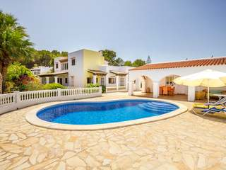 Great house for sale on a large, flat plot of land in Ibiza