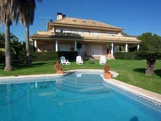Impressive villa for sale close to Valencia