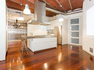 Fabulous 4-bedroom apartment to rent on Calle Corsega