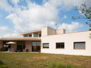 Modern 4-bedroom house for sale in Teia, Maresme Coast