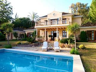 Villa for sale in Las Brisas Golf, Nueva Andalucia