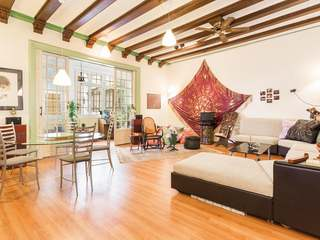 Large 7-bedroom apartment for sale on Calle Arago