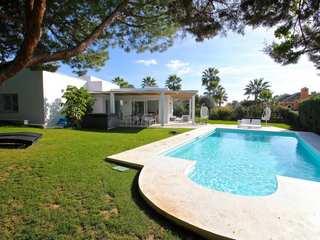 Villa for sale in Carib Playa residential area, Marbella