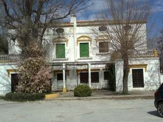 Traditional working bodega for sale in La Mancha near Madrid
