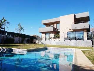 Lujosa villa moderna con piscina en venta en Torre en Conill