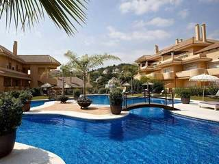 Charming penthouse for sale in Aloha Hill Club, Marbella