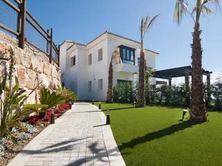 South-facing villa for sale in Benahavis Hills Country Club
