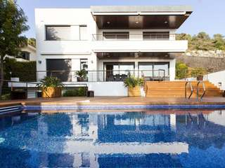 Contemporary family home with sea views to buy, near Sitges