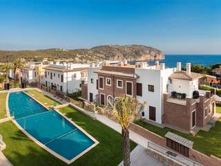 Townhouses for sale in gated community in West Mallorca