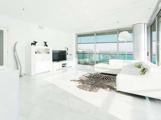 Modern 3-bedroom apartment for rent on a high floor in Diagonal Mar