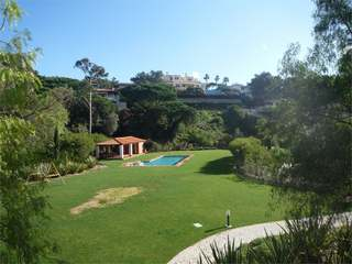 4 Bedroom Condo Apartment with Gardens and Pool in Estoril