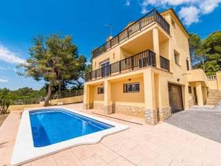 Espaciosa casa en venta en Las Colinas, Olivella