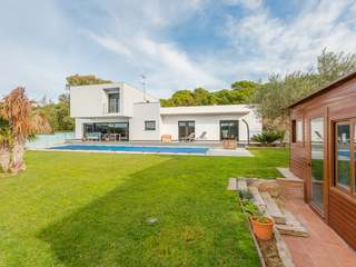 Modern villa for sale in Calonge near the Bay of Palamós