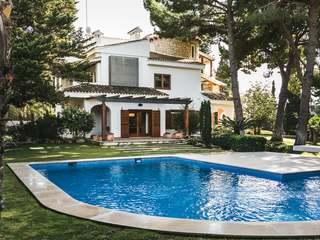 Luxury villa with pool for sale in El Plantió, Valencia