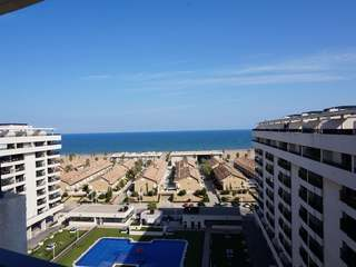 2-bedroom seafront penthouse to rent in Playa Patacona